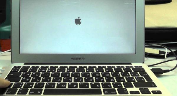 Белый экран Mac